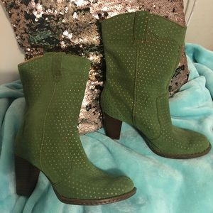 🍁🍁🍁BORN Green Suede Boots with Gold Dots